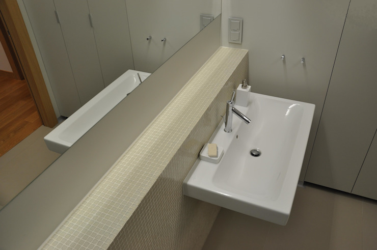 Mieszkanie na Służewcu: styl , w kategorii Łazienka zaprojektowany przez BFArchitekt,Nowoczesny