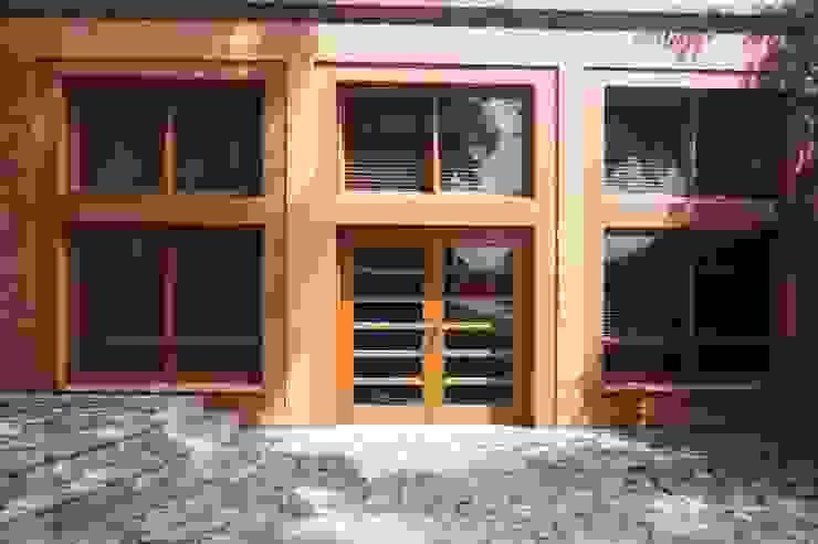 Vivienda Sandquist Casas de estilo ecléctico de GRUPO CATA Ecléctico Madera Acabado en madera