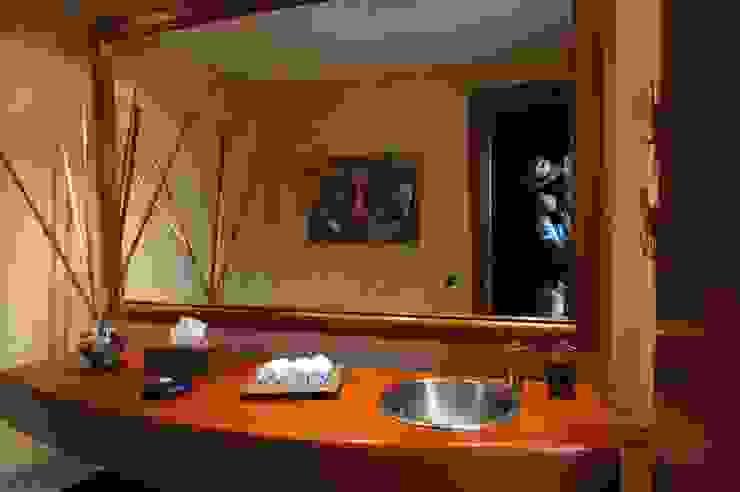 Vivienda Sandquist Baños de estilo ecléctico de GRUPO CATA Ecléctico Madera Acabado en madera