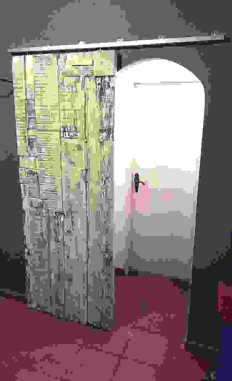 A DESLIZAR!!! - Porta de correr, feita e personalizada à medida! por Pode Ser! Escandinavo Madeira Acabamento em madeira