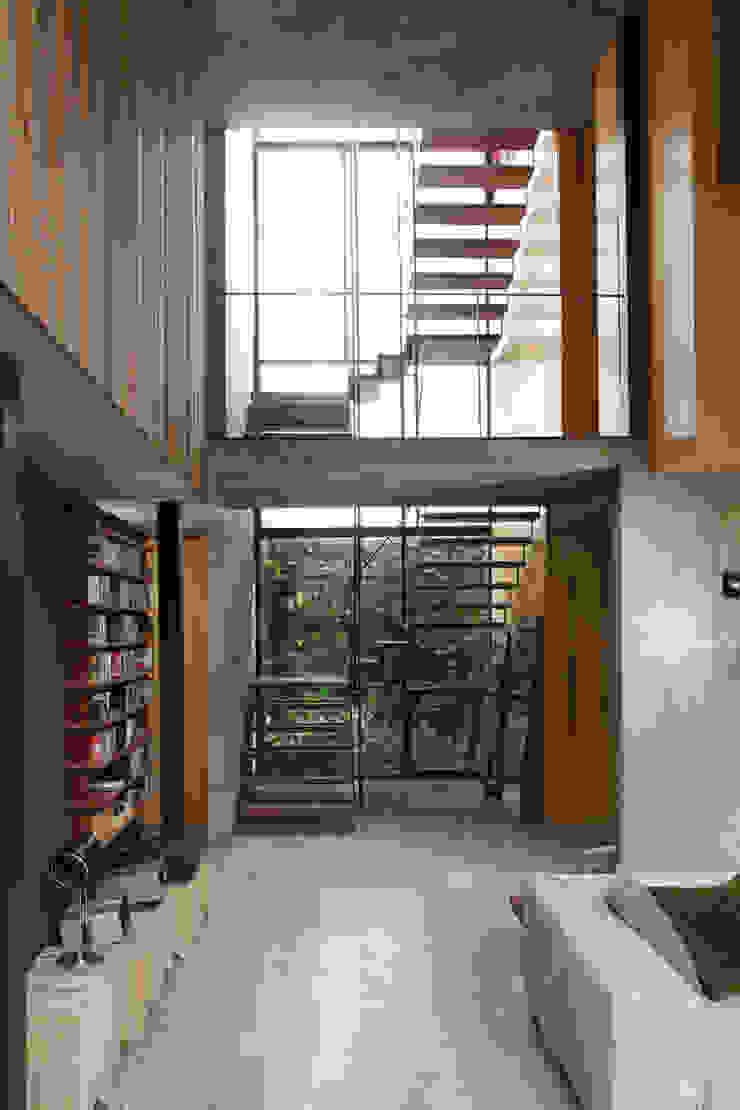 Arquitecto Alejandro Sticotti Country style corridor, hallway& stairs