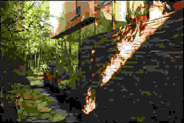 Сад в стиле кантри от Arquitecto Alejandro Sticotti Кантри