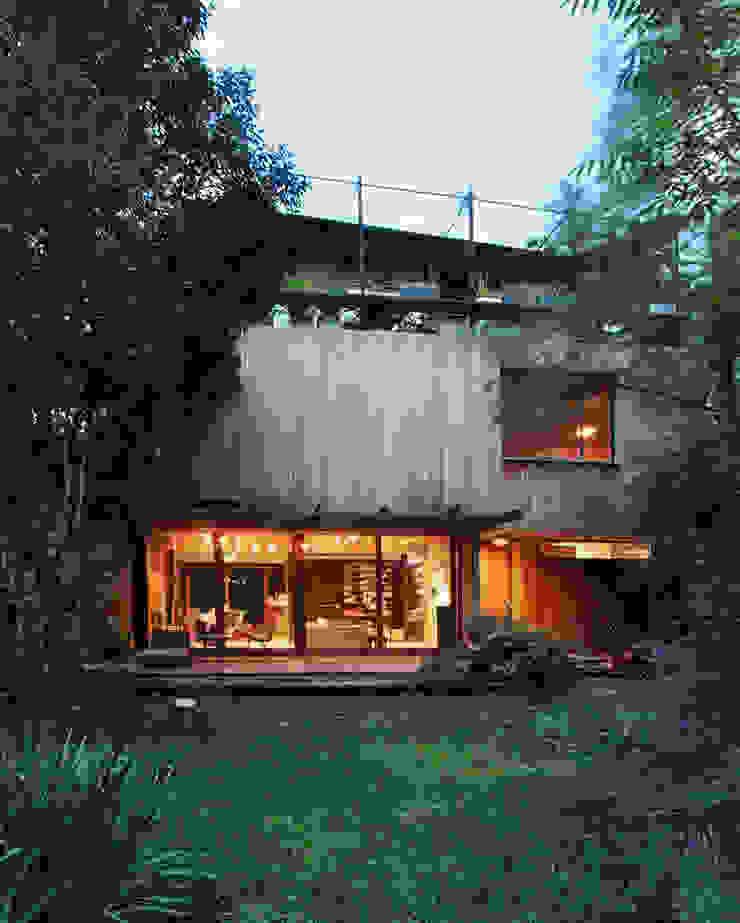 Дома в стиле кантри от Arquitecto Alejandro Sticotti Кантри