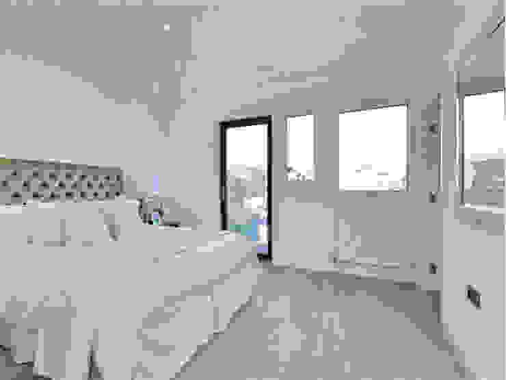 Camden Penthouse:  Bedroom by Boutique Modern Ltd,