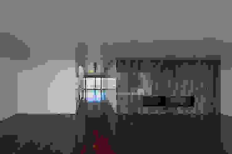 Ruang Keluarga Modern Oleh ABPROJECTOS Modern
