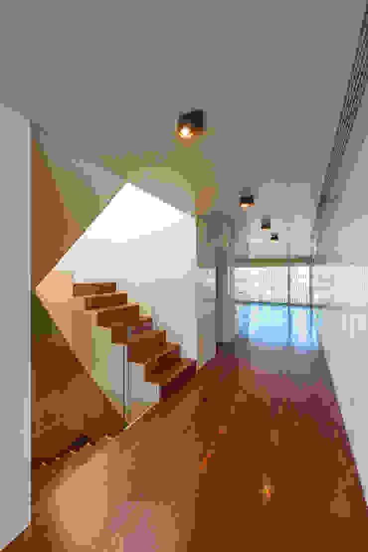 Corredores, halls e escadas modernos por ABPROJECTOS Moderno