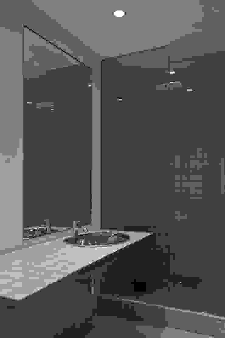 Apartamento às Amoreiras Casas de banho modernas por Alberto Caetano Moderno