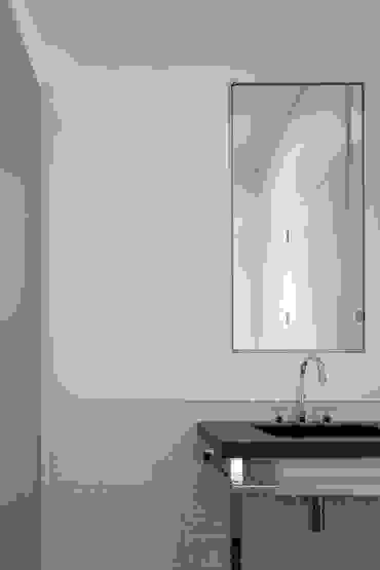 REMODELAÇÃO DE APARTAMENTO À CHAGAS Casas de banho modernas por Alberto Caetano Moderno