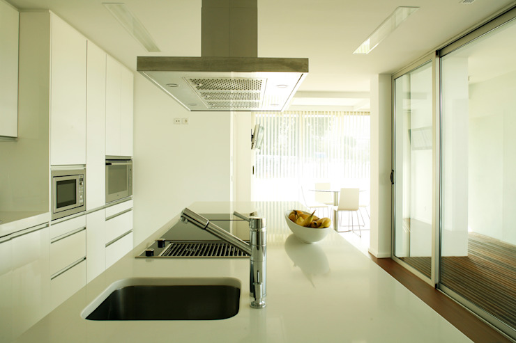 Kitchen by Central Projectos, Modern
