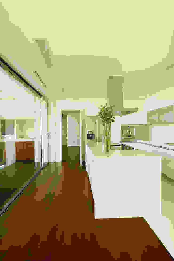 Vista ampla da cozinha Cozinhas modernas por Central Projectos Moderno