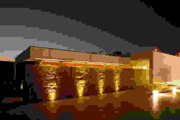 Moradia Unifamiliar – Trofa Casas modernas por Central Projectos Moderno