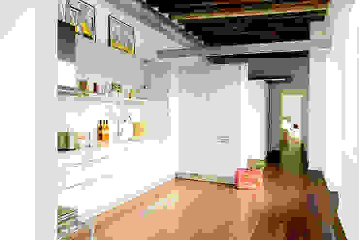 Modern Kitchen by Arquitectura Interior 88 Modern