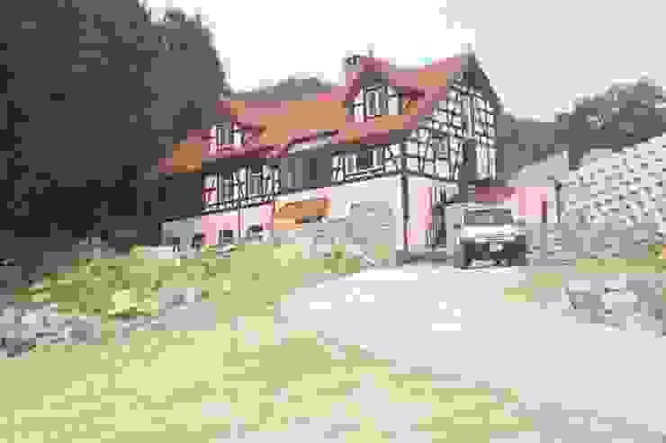 팀버 플레임 하우스 (분홍집) 컨트리스타일 주택 by Kim&Kim Studio 컨트리