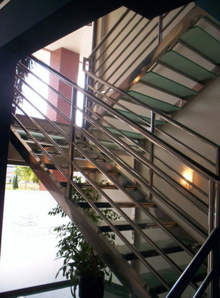 TRABAJOS reformastechin Pasillos, vestíbulos y escaleras de estilo moderno