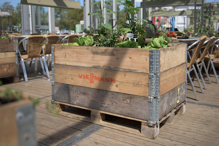 Industrial style garden by Studio Made By Industrial Wood Wood effect