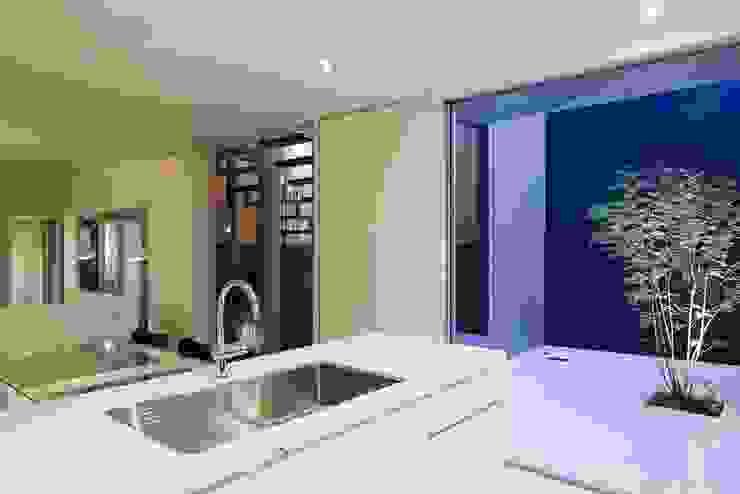 奈半利のコートハウス モダンな キッチン の 有限会社 橋本設計室 モダン