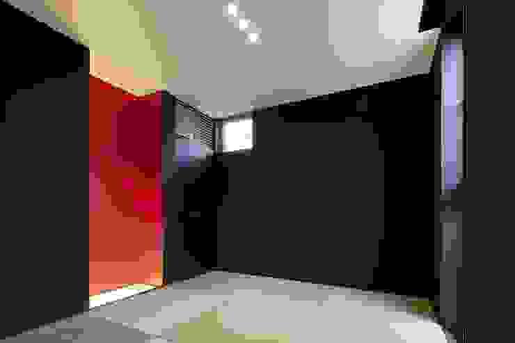 奈半利のコートハウス モダンデザインの 多目的室 の 有限会社 橋本設計室 モダン