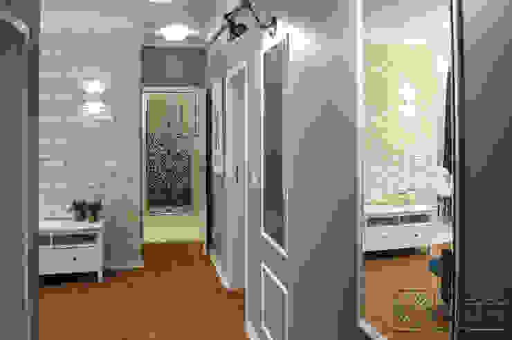 Mieszkanie na Starej Ochocie - przedpokój łączy stare z nowym Nowoczesny korytarz, przedpokój i schody od Koncepcja Wnętrz Nowoczesny