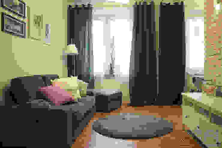 Mieszkanie na Starej Ochocie - salon w szarościach i trukusach: styl , w kategorii Salon zaprojektowany przez Koncepcja Wnętrz