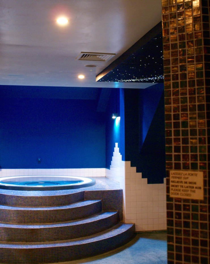 Fiber Optic Star Ceiling Bathroom, spa, pool, sauna with Milky Way + Shooting stars Allestimenti fieristici in stile mediterraneo di MyCosmos Mediterraneo Legno Effetto legno
