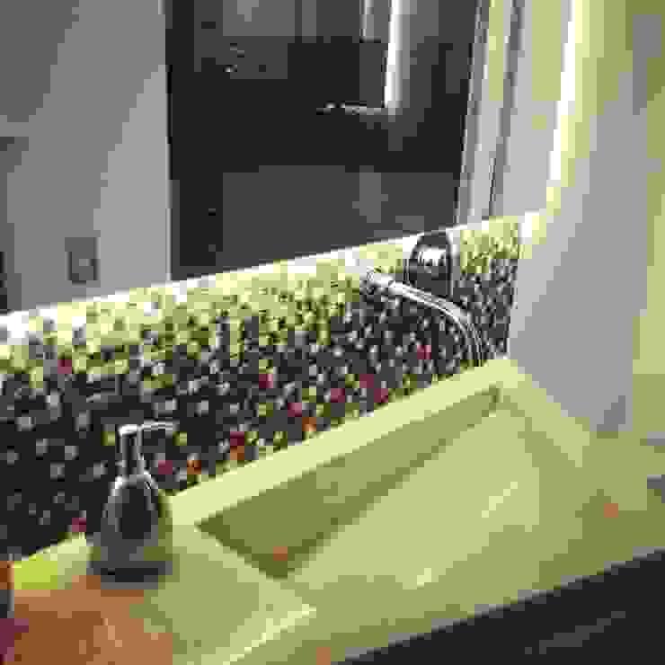 ea interiorismo Salle de bain moderne Marbre Beige