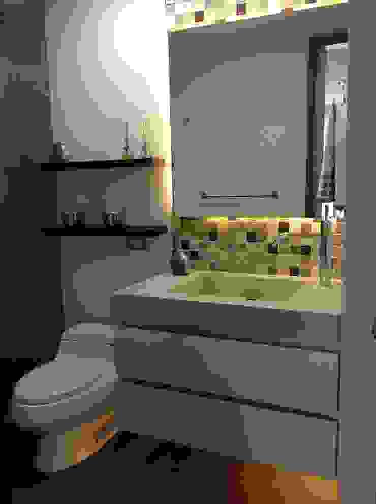 ea interiorismo Salle de bain moderne Marbre