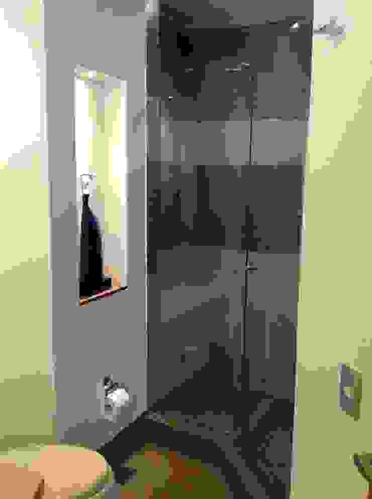 ea interiorismo Salle de bain moderne Céramique Gris