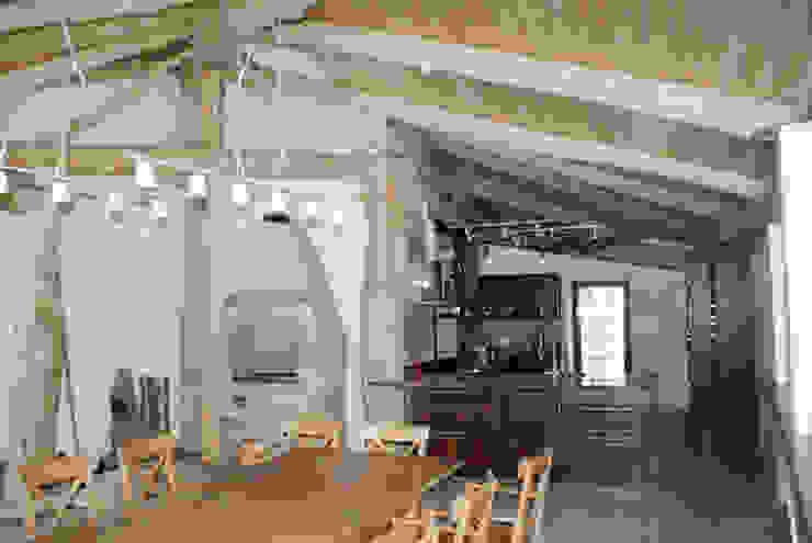 Печь и кухня на веранде. Балконы и веранды в эклектичном стиле от homify Эклектичный