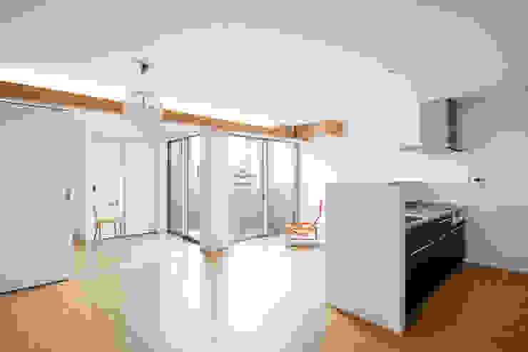 株式会社 藤本高志建築設計事務所 Modern living room Concrete White