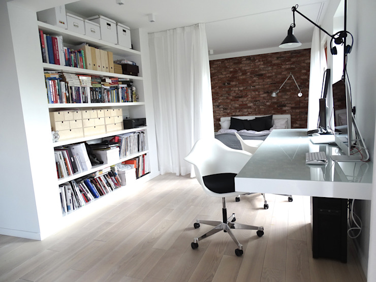 Studio minimalista di MINIMOO Architektura Wnętrz Minimalista