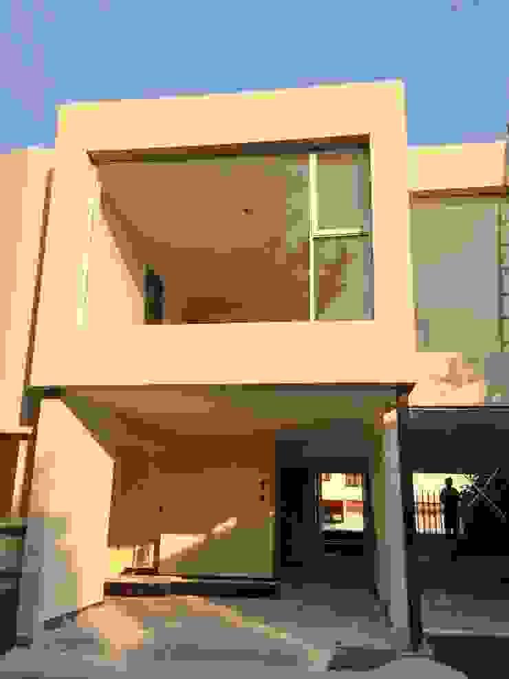 FACHADA TRASERA AREA DE ANTECOMEDOR Casas modernas de Alejandra Zavala P. Moderno