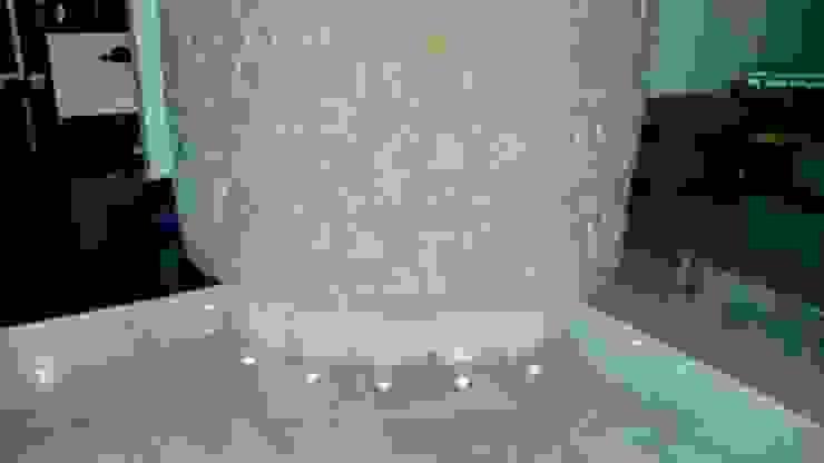 MURO CURVO CON ILUMINACION DE LED Pasillos, vestíbulos y escaleras modernos de Alejandra Zavala P. Moderno