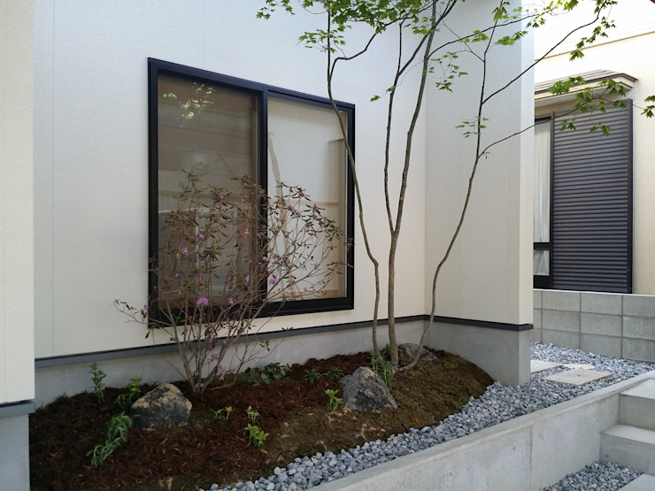 Jardins modernos por 株式会社 砂土居造園/SUNADOI LANDSCAPE Moderno Madeira Efeito de madeira