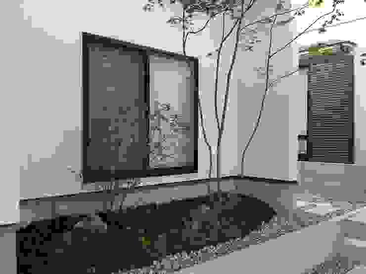 Jardines de estilo moderno de 株式会社 砂土居造園/SUNADOI LANDSCAPE Moderno Madera Acabado en madera