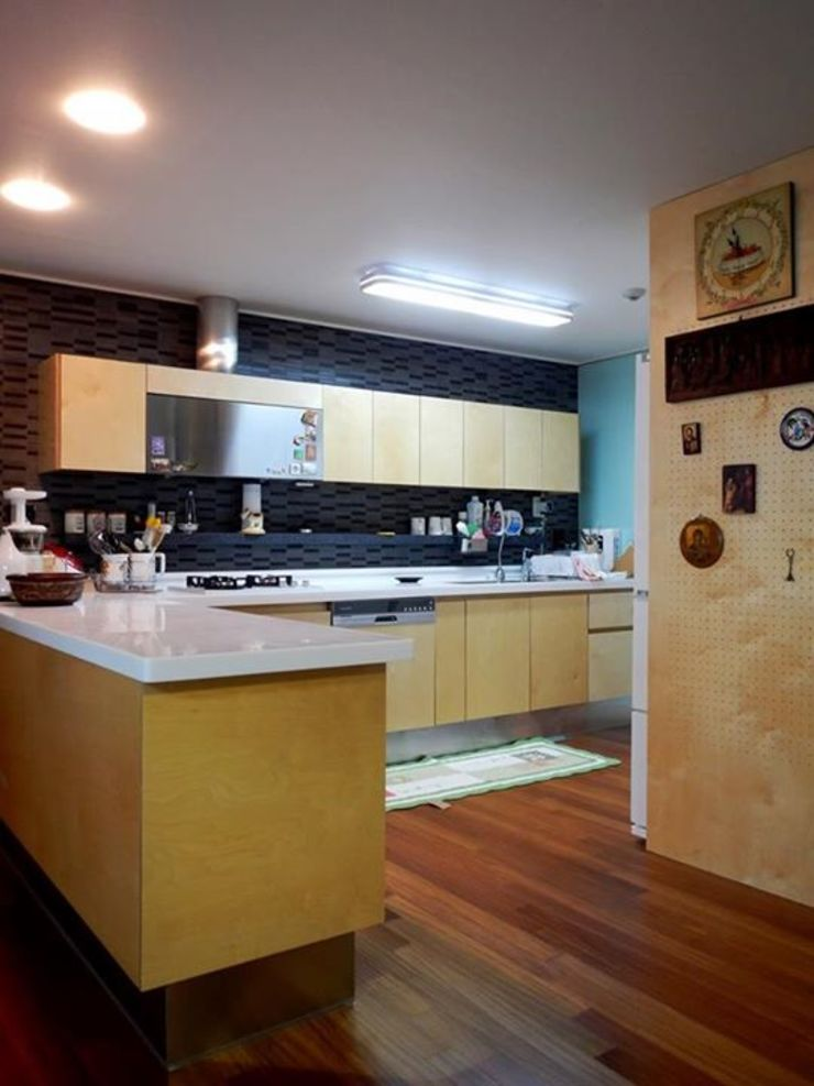 Dapur Modern Oleh 구름집 02-338-6835 Modern Kayu Wood effect
