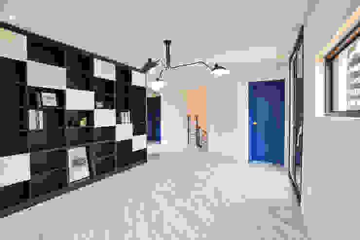 우리가족에게 전원주택이란, : 한글주택(주)의  거실,모던
