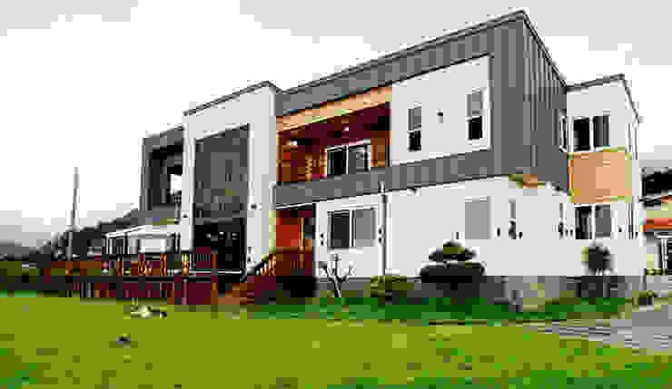 Maisons modernes par 엔디하임 - ndhaim Moderne Bois Effet bois