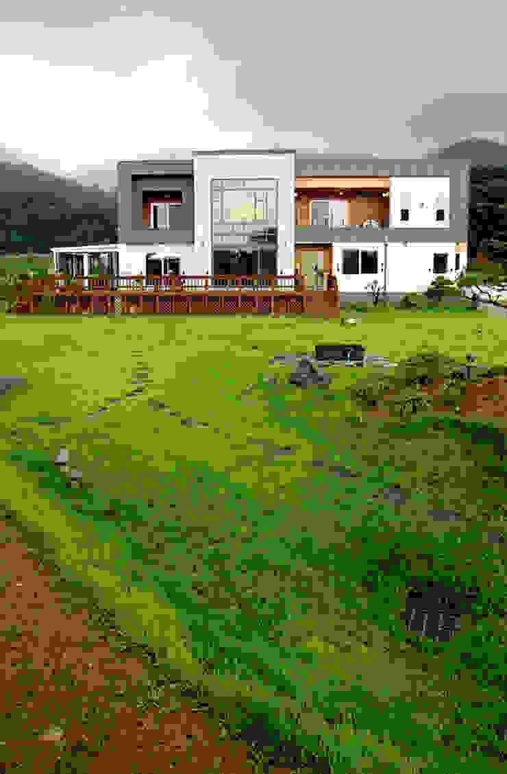 Casas estilo moderno: ideas, arquitectura e imágenes de 엔디하임 - ndhaim Moderno