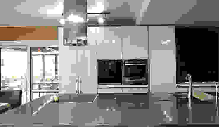 Cozinhas modernas por 엔디하임 - ndhaim Moderno