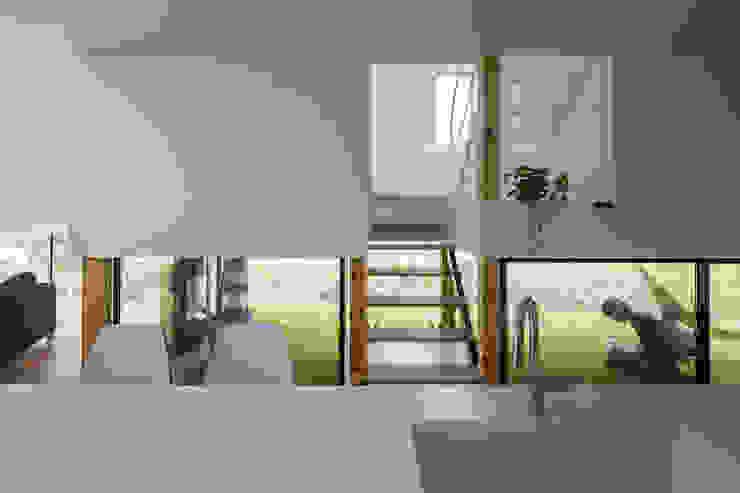 KAWATE: 武藤圭太郎建築設計事務所が手掛けたキッチンです。,モダン