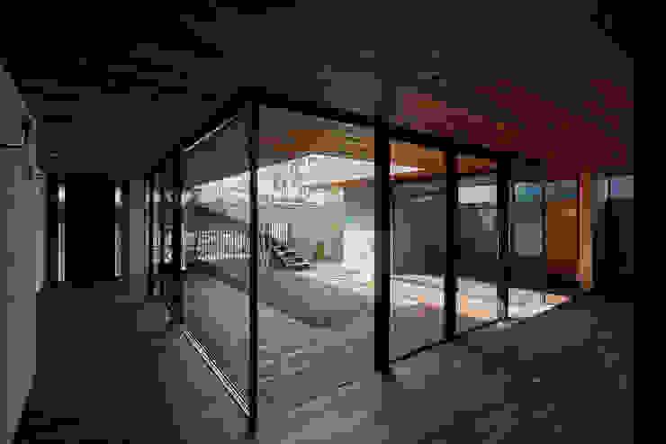 SHIMA モダンデザインの リビング の 武藤圭太郎建築設計事務所 モダン 無垢材 多色