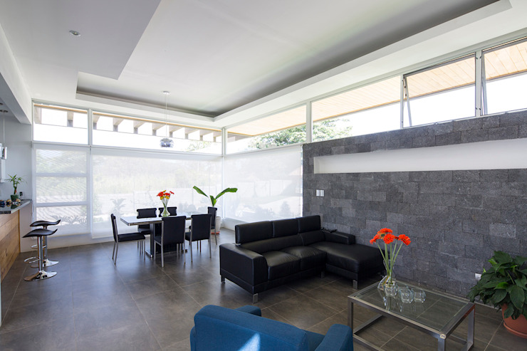 Modern dining room by J-M arquitectura Modern