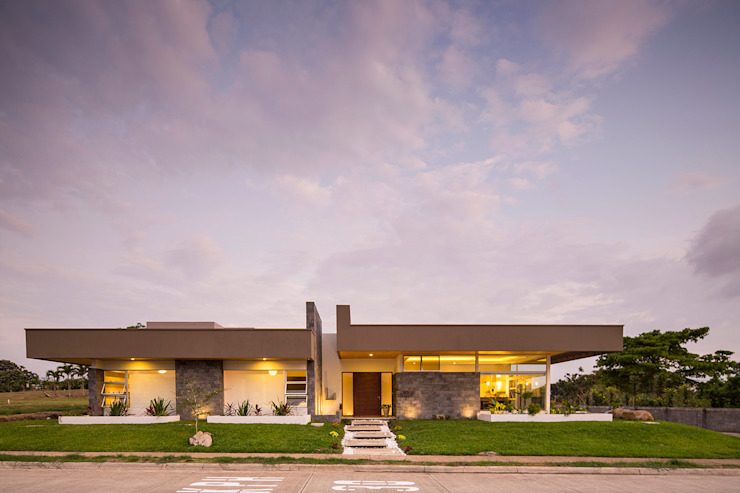 Modern Houses by J-M arquitectura Modern