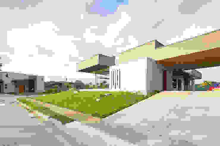 Vista fachada Oeste Casas modernas de J-M arquitectura Moderno