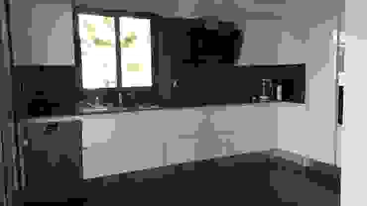 Modern kitchen by SAYTAS SABUNCUOGLU YAPI VE TIC.LTD.STI. Modern