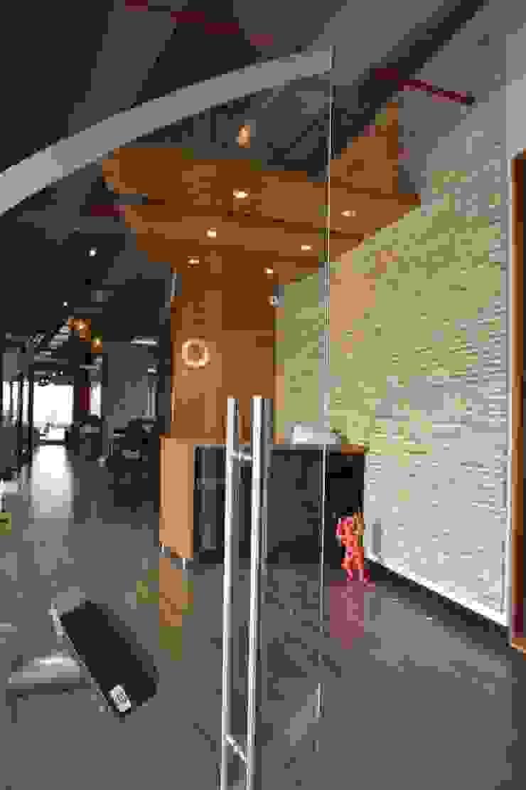 Oficinas Proximity de Arquitectura Visual Rústico