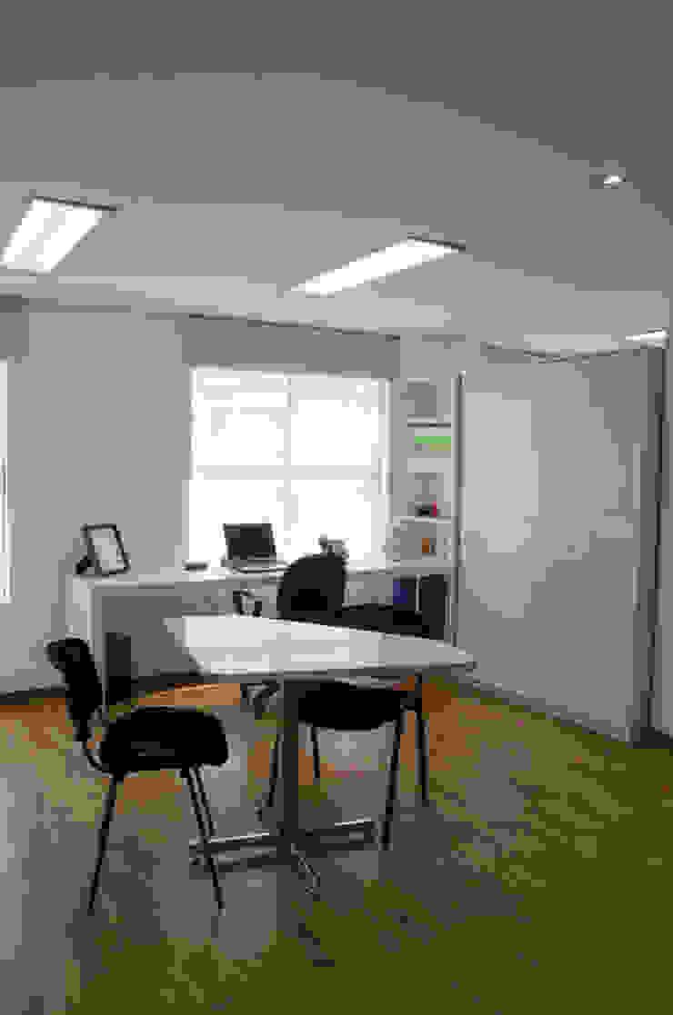 Oficinas Wunderman de Arquitectura Visual Minimalista