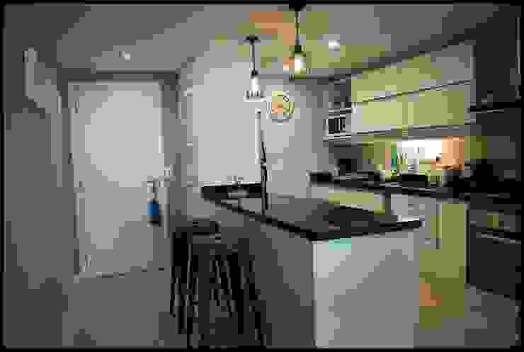 Kitchen by Diseñadora Lucia Casanova, Eclectic