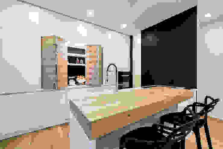 Modern kitchen by Tommaso Giunchi Architect Modern