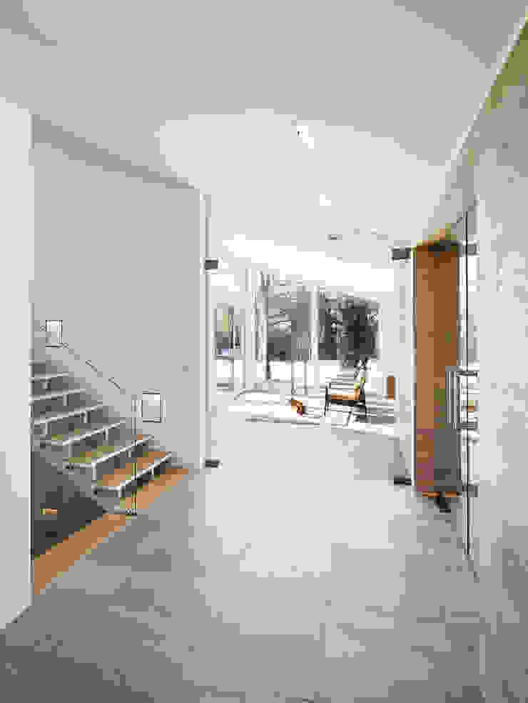 Eingang Moderner Flur, Diele & Treppenhaus von ZHAC / Zweering Helmus Architektur+Consulting Modern Holz Holznachbildung